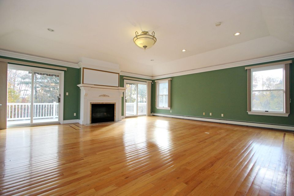 Additional photo for property listing at 811 Holmdel Road  Holmdel, New Jersey 07733 United States