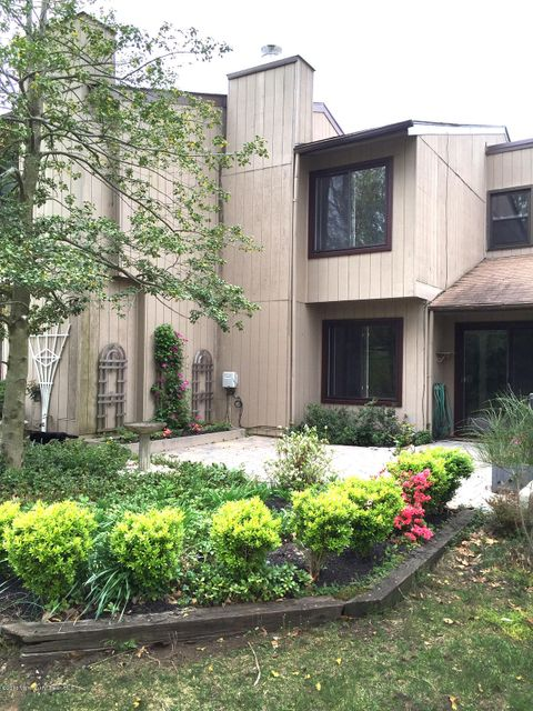 Additional photo for property listing at 52 Berkshire Court  Red Bank, Nueva Jersey 07701 Estados Unidos