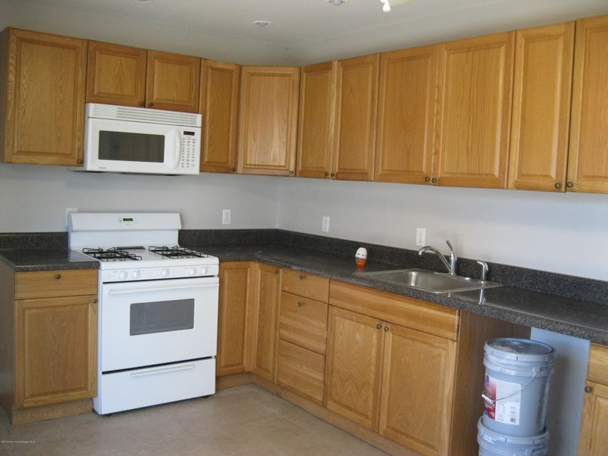 Additional photo for property listing at 1 Beacon Terrace  Keansburg, New Jersey 07734 États-Unis