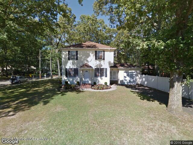 Maison unifamiliale pour l Vente à 107 Adelaide Place 107 Adelaide Place Lakewood, New Jersey 08701 États-Unis