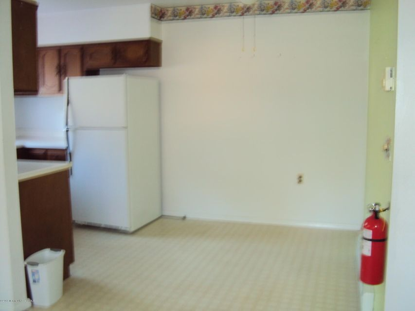 Additional photo for property listing at 8 Homestead Drive  Whiting, New Jersey 08759 États-Unis