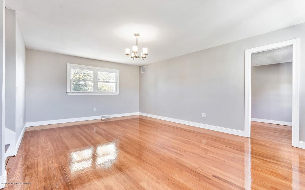 Additional photo for property listing at 827 Girard Road  Toms River, Nueva Jersey 08753 Estados Unidos