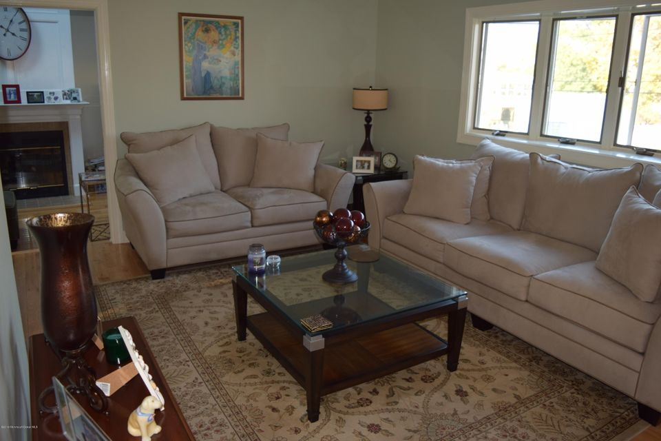 Additional photo for property listing at 15 1st Avenue  Middletown, New Jersey 07748 États-Unis