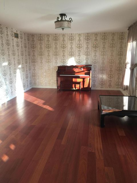 Additional photo for property listing at 202 Adelphia Road  法明代尔, 新泽西州 07727 美国