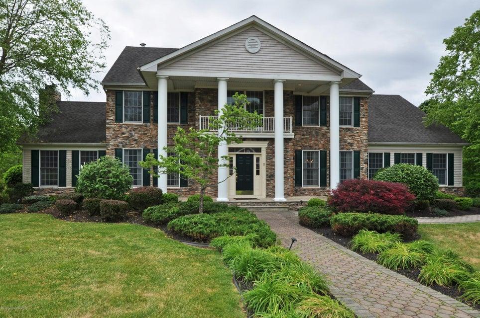 Maison unifamiliale pour l Vente à 11 Dana Court Manalapan, New Jersey 07726 États-Unis