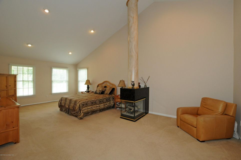 Additional photo for property listing at 11 Dana Court  Manalapan, New Jersey 07726 États-Unis