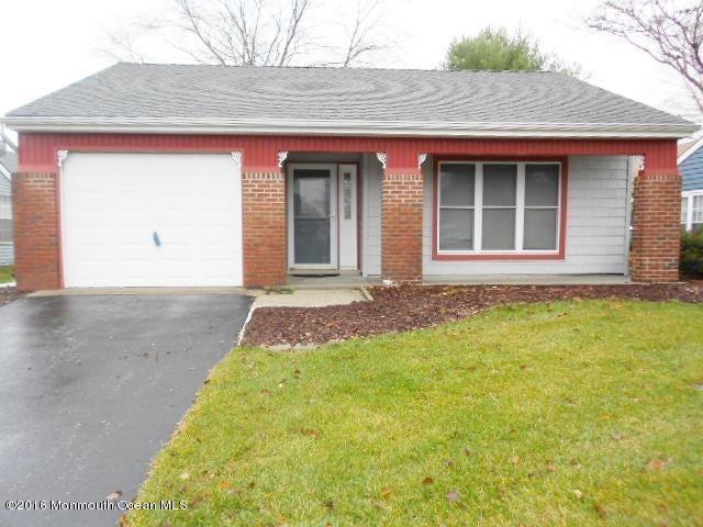 Maison unifamiliale pour l Vente à 152 Buckingham Drive Manchester, New Jersey 08759 États-Unis