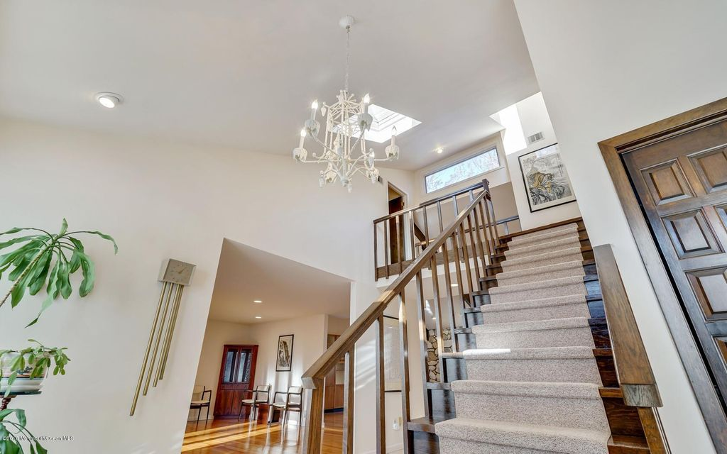 Additional photo for property listing at 5 Breeze Knoll  Holmdel, New Jersey 07733 États-Unis