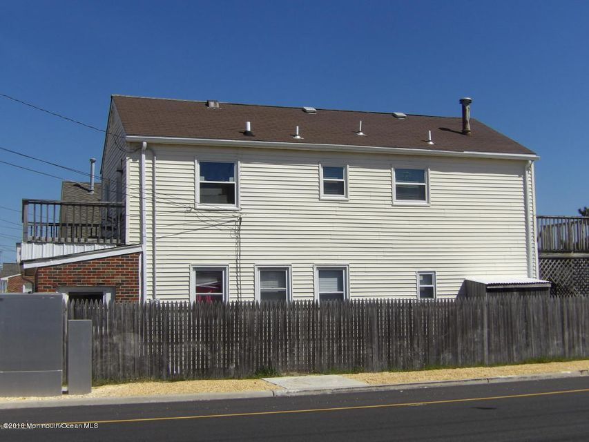 Maison unifamiliale pour l Vente à 110 Jersey City Avenue Lavallette, New Jersey 08735 États-Unis