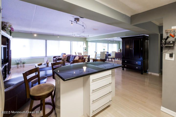 Additional photo for property listing at 45 Ocean Avenue  Monmouth Beach, New Jersey 07750 États-Unis