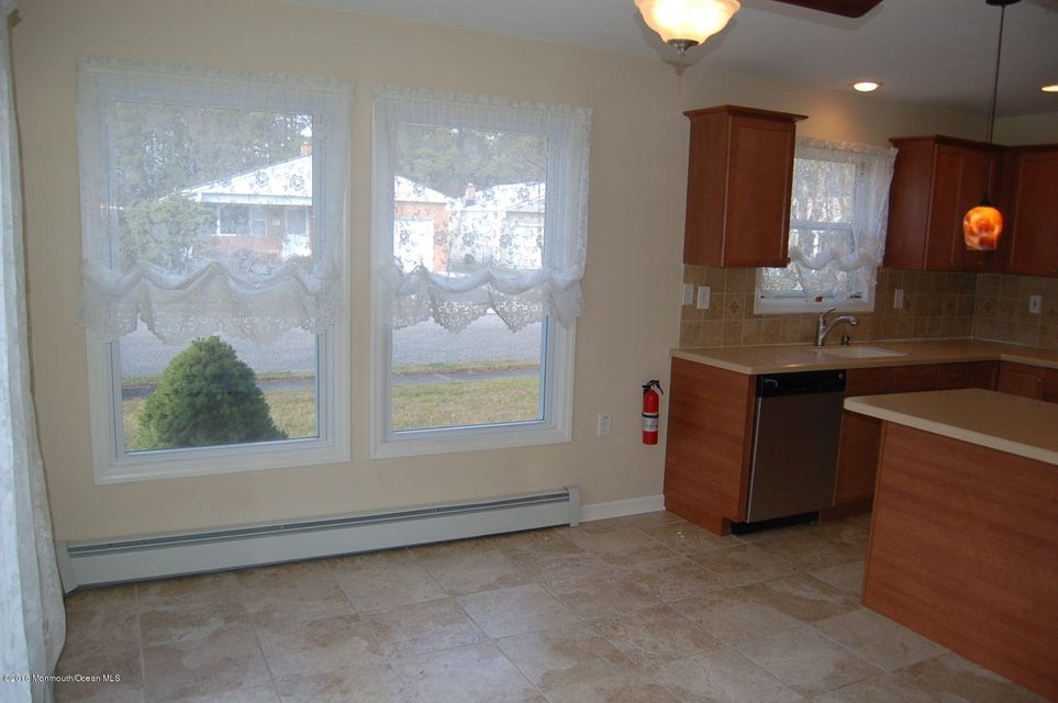 Additional photo for property listing at 1 Alpina Terrace  Toms River, New Jersey 08757 États-Unis