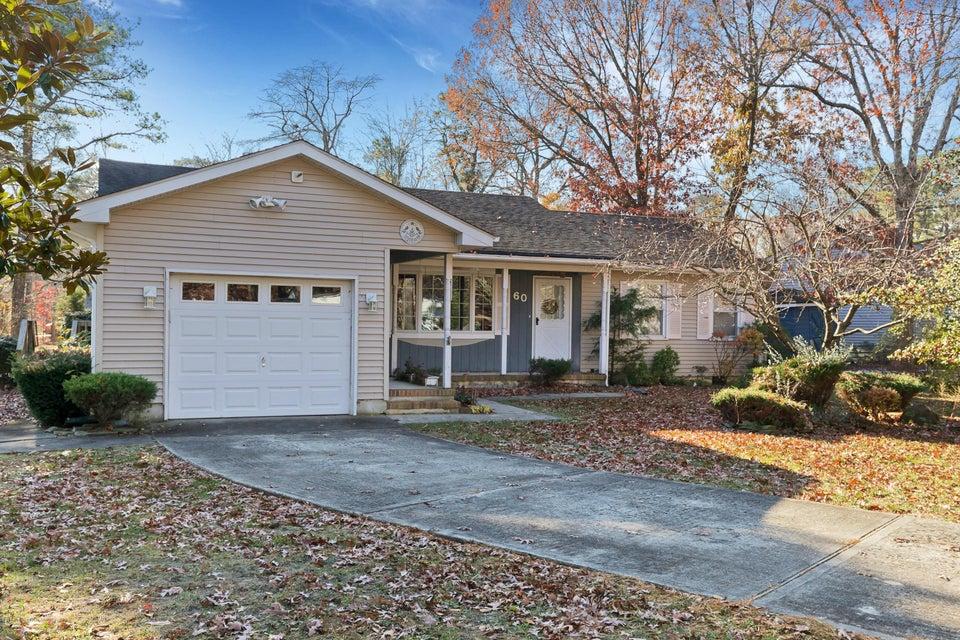 独户住宅 为 销售 在 60 Holly Drive Waretown, 新泽西州 08758 美国