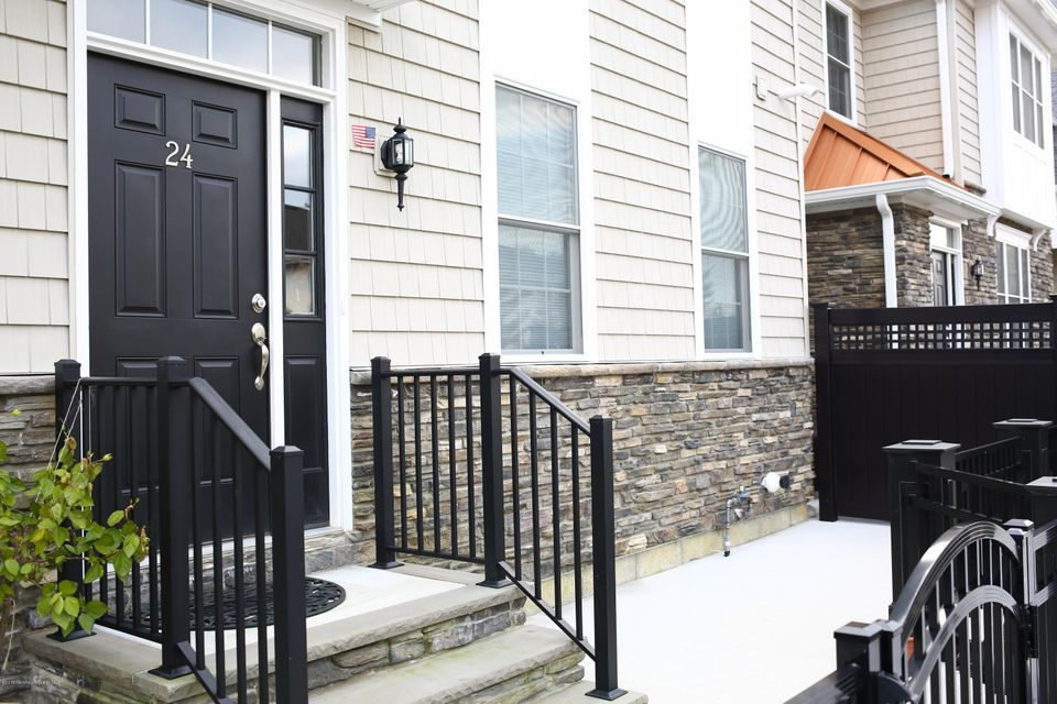 Additional photo for property listing at 24 Carriage Gate Drive  Little Silver, New Jersey 07739 United States