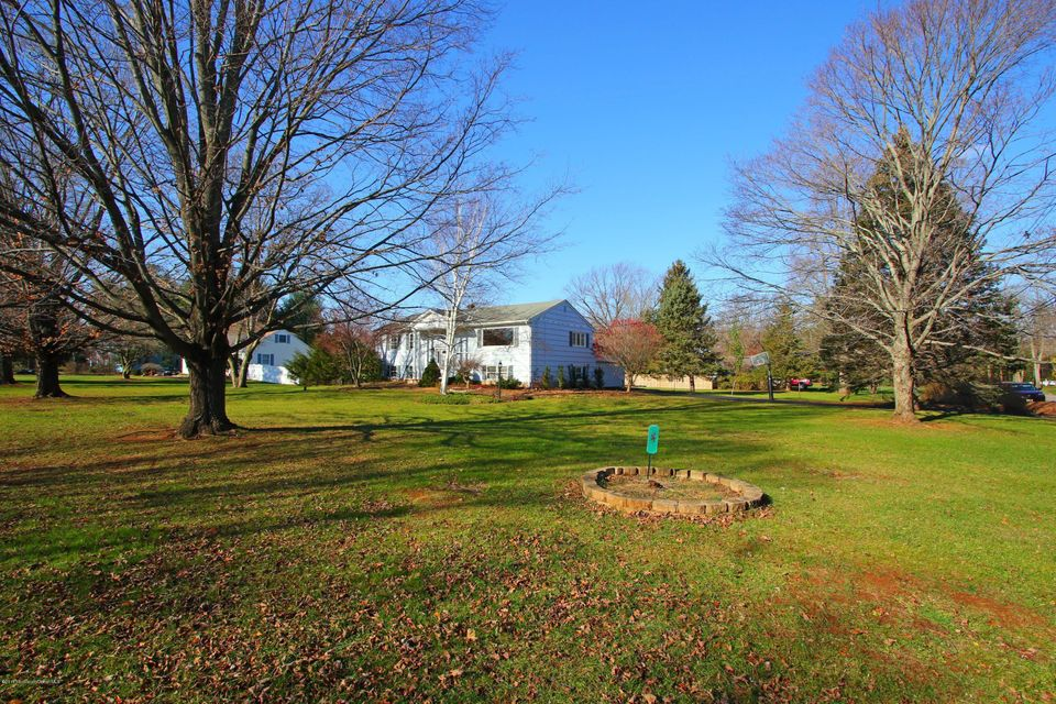 Additional photo for property listing at 5 Village Lane  Colts Neck, Nueva Jersey 07722 Estados Unidos