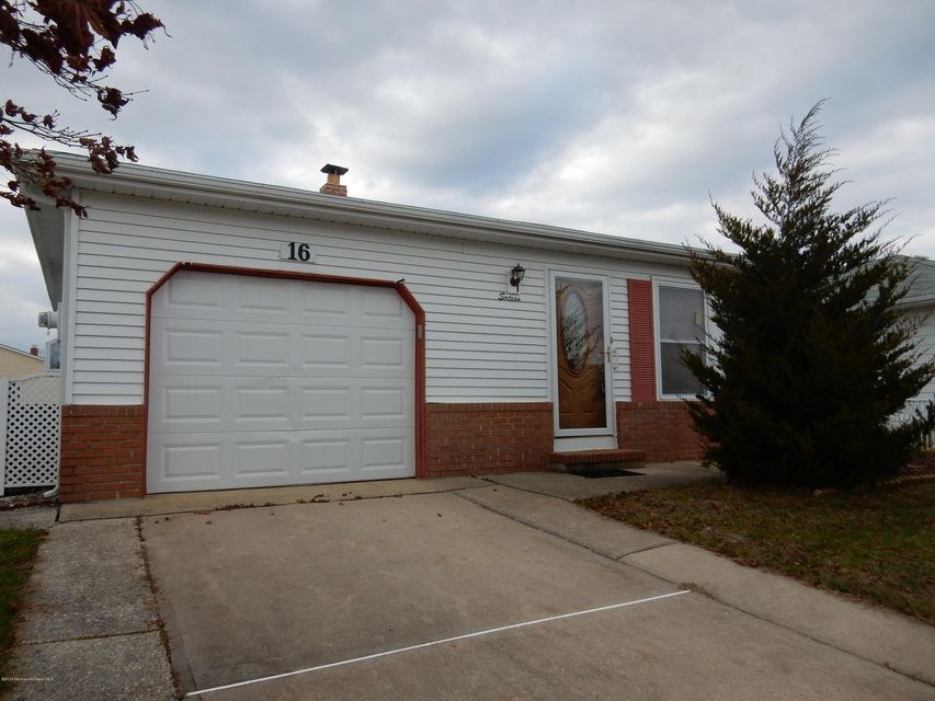 Maison unifamiliale pour l Vente à 16 Santa Fe Court Toms River, New Jersey 08757 États-Unis