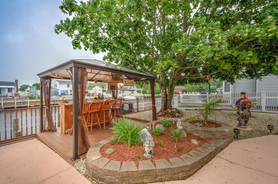 Additional photo for property listing at 409 Elizabeth Court  Lanoka Harbor, New Jersey 08734 États-Unis