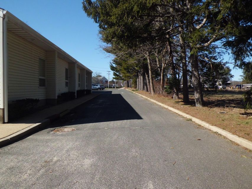 Additional photo for property listing at 415 State Route 34  Colts Neck, 新泽西州 07722 美国