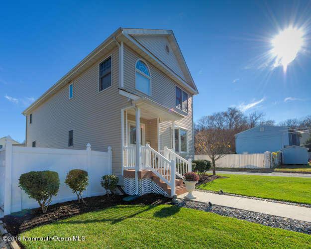 独户住宅 为 销售 在 239 Orchard Avenue 贝尔福德, 07718 美国