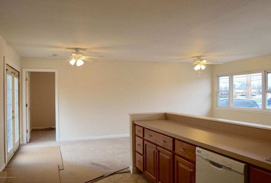Additional photo for property listing at 988 Fischer Boulevard  Toms River, New Jersey 08753 États-Unis