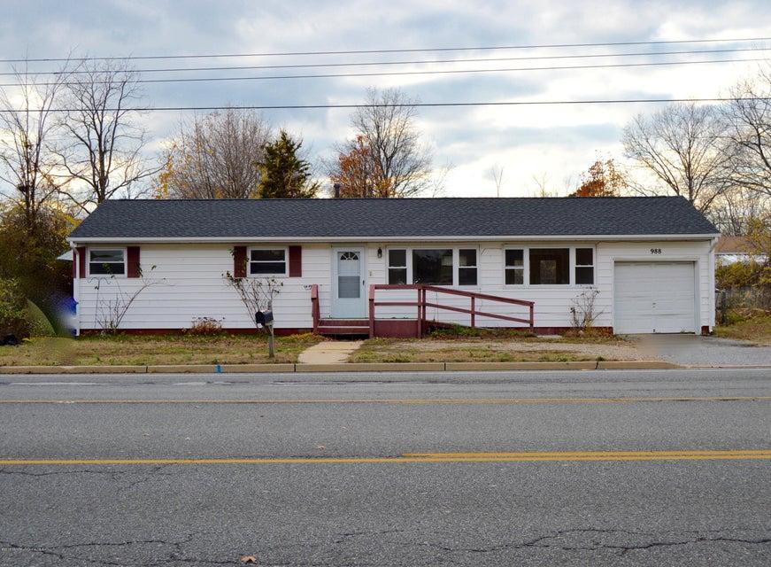 Maison unifamiliale pour l Vente à 988 Fischer Boulevard Toms River, New Jersey 08753 États-Unis