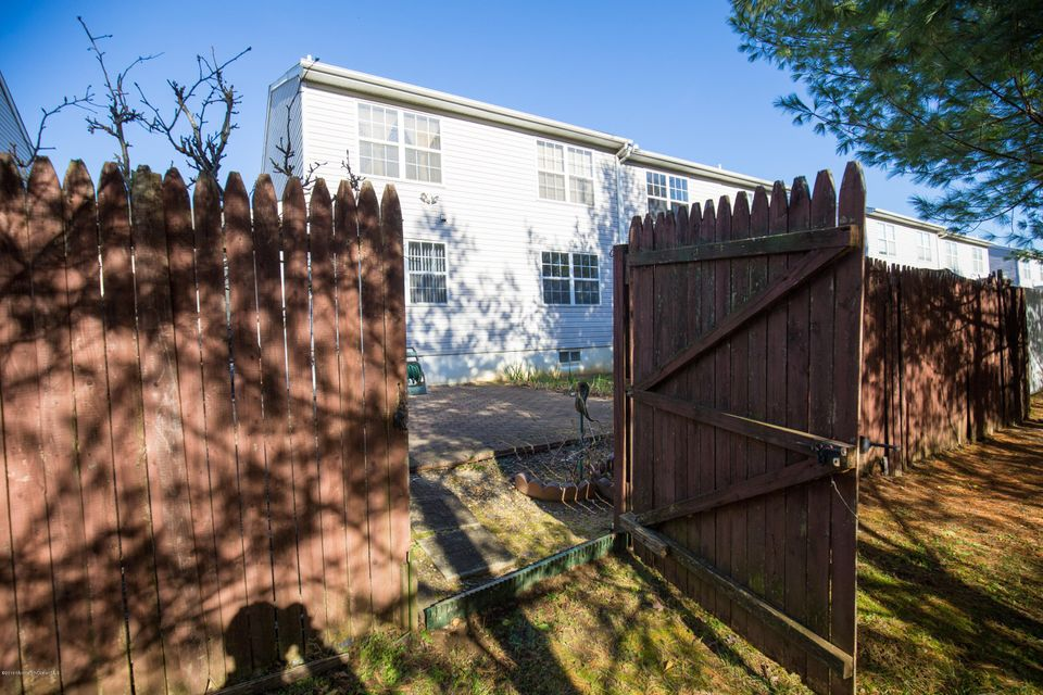 Additional photo for property listing at 17 Barn Swallow Boulevard  Marlboro, New Jersey 07746 États-Unis