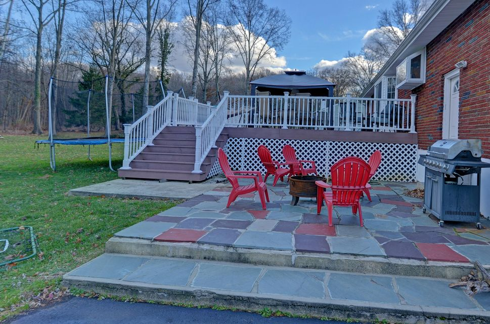 Additional photo for property listing at 3 Ridge Road  Morganville, Nueva Jersey 07751 Estados Unidos