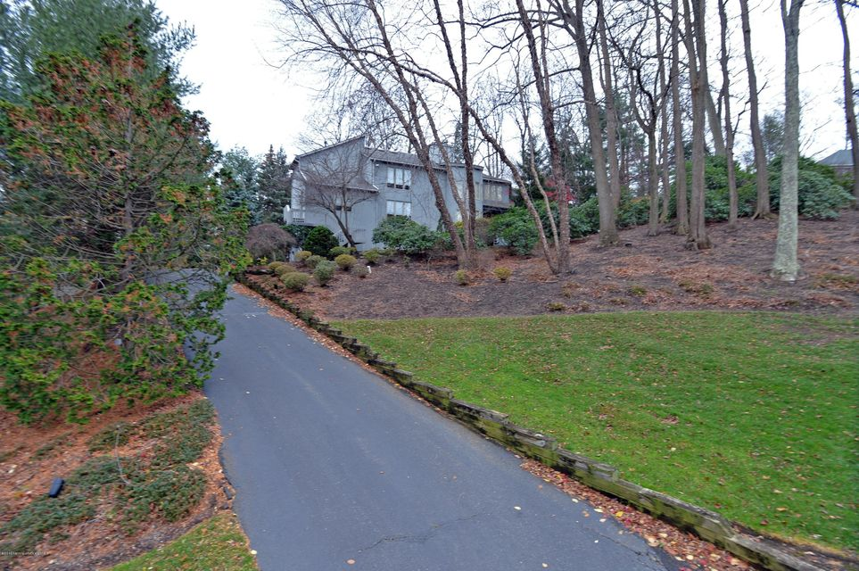Additional photo for property listing at 7 Jayhawk Way  Holmdel, New Jersey 07733 United States