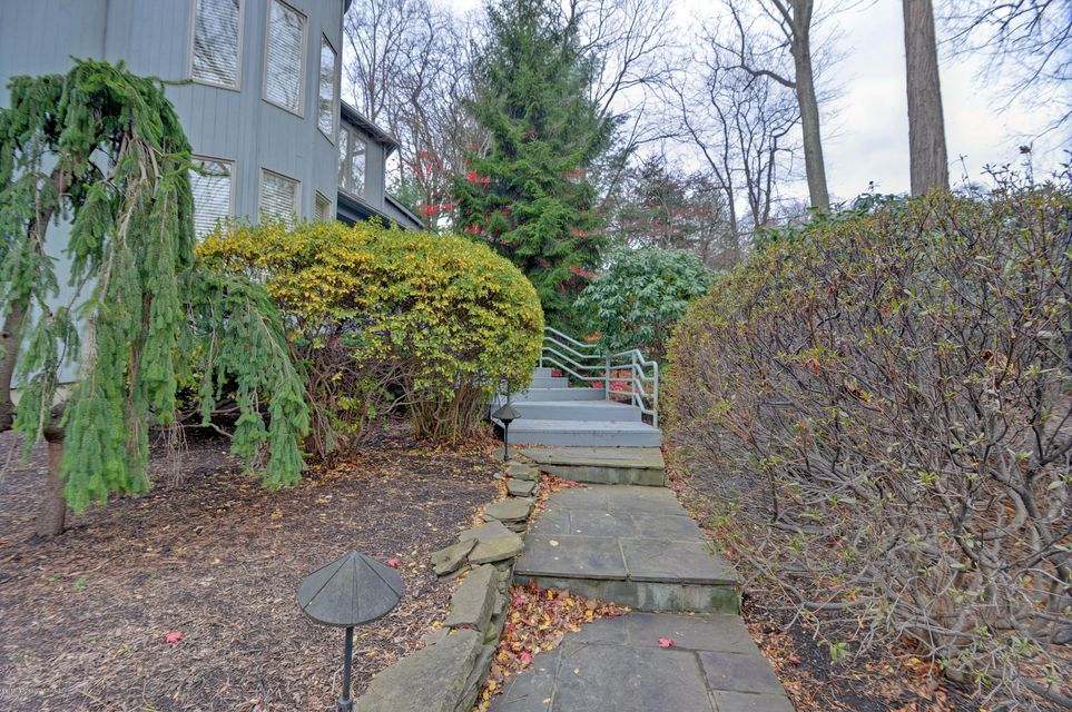 Additional photo for property listing at 7 Jayhawk Way 7 Jayhawk Way Holmdel, Nueva Jersey 07733 Estados Unidos