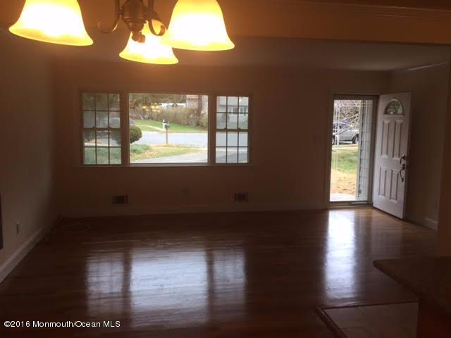 Additional photo for property listing at 10 Pleasant Court  Toms River, New Jersey 08753 États-Unis
