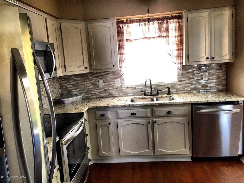 Casa Unifamiliar por un Venta en 4 Monmouth Lane Whiting, Nueva Jersey 08759 Estados Unidos