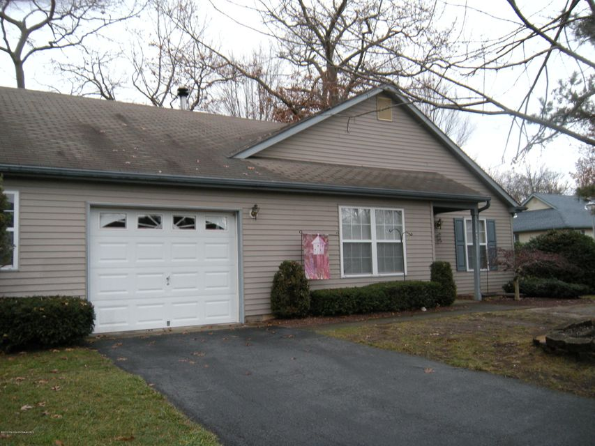 Additional photo for property listing at 172 Morning Glory Lane  Whiting, New Jersey 08759 United States