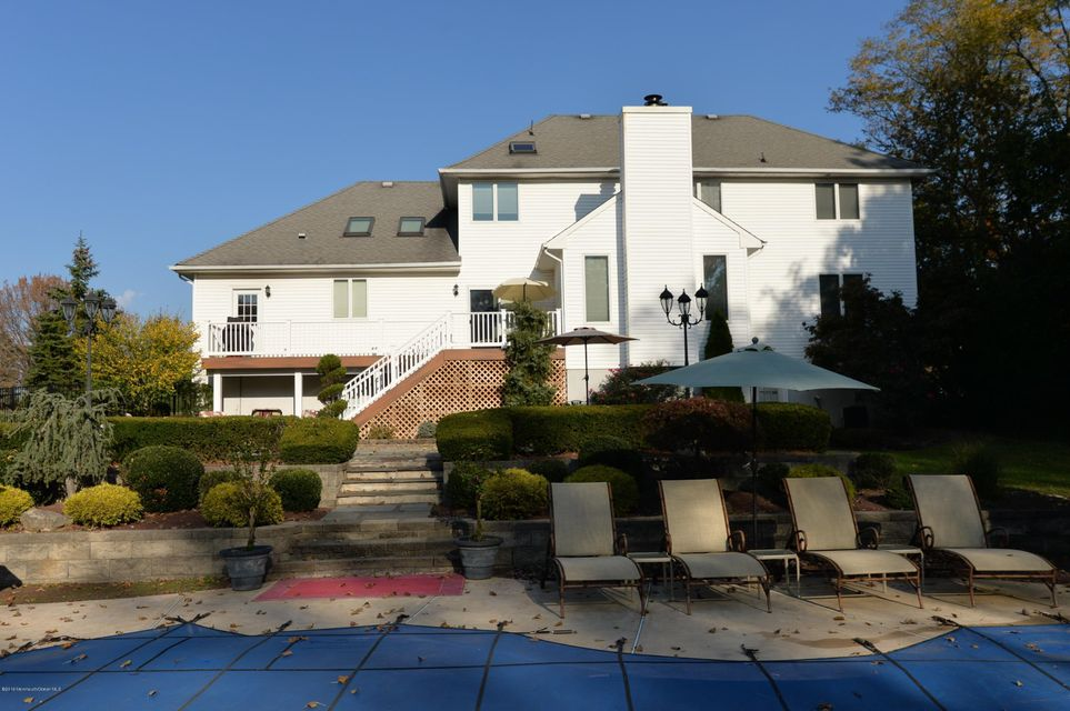 Additional photo for property listing at 1 Queen Court  Manalapan, New Jersey 07726 United States