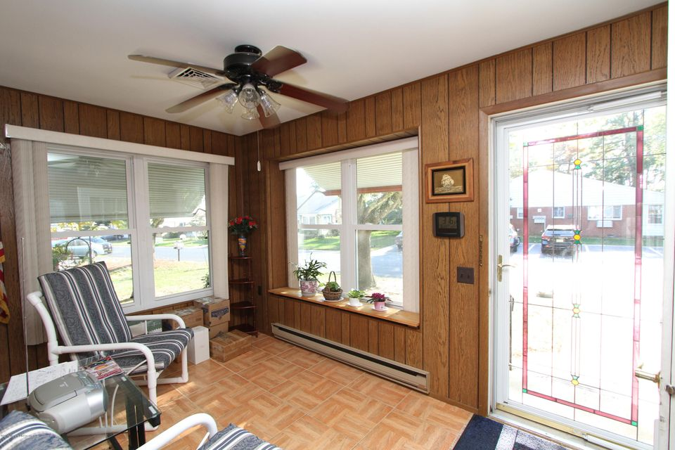 Additional photo for property listing at 5 Homestead Drive  Whiting, Nueva Jersey 08759 Estados Unidos