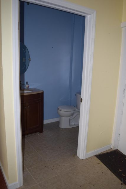 Additional photo for property listing at 741 Highway 35  Middletown, New Jersey 07748 États-Unis