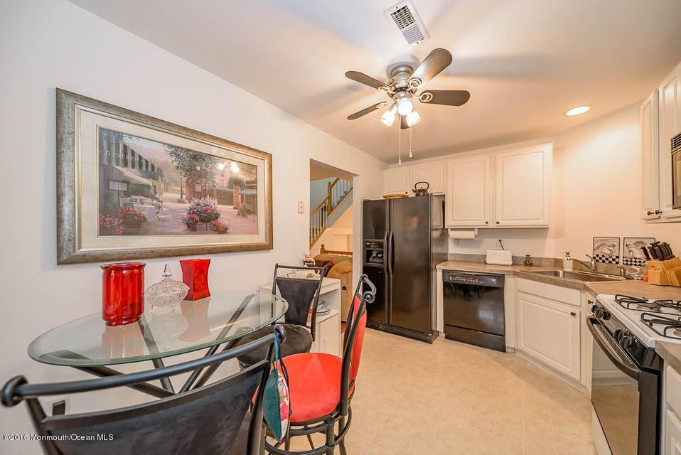 Additional photo for property listing at 20 Chimney Court  Laurence Harbor, New Jersey 08879 États-Unis