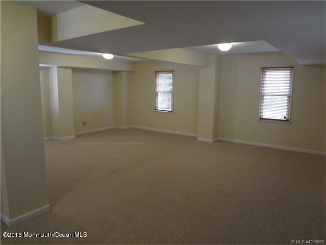 Additional photo for property listing at 16 Oak Street  Manahawkin, 新泽西州 08050 美国