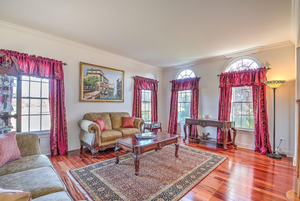 Additional photo for property listing at 6 Center Hill Drive  Millstone, Nueva Jersey 08510 Estados Unidos
