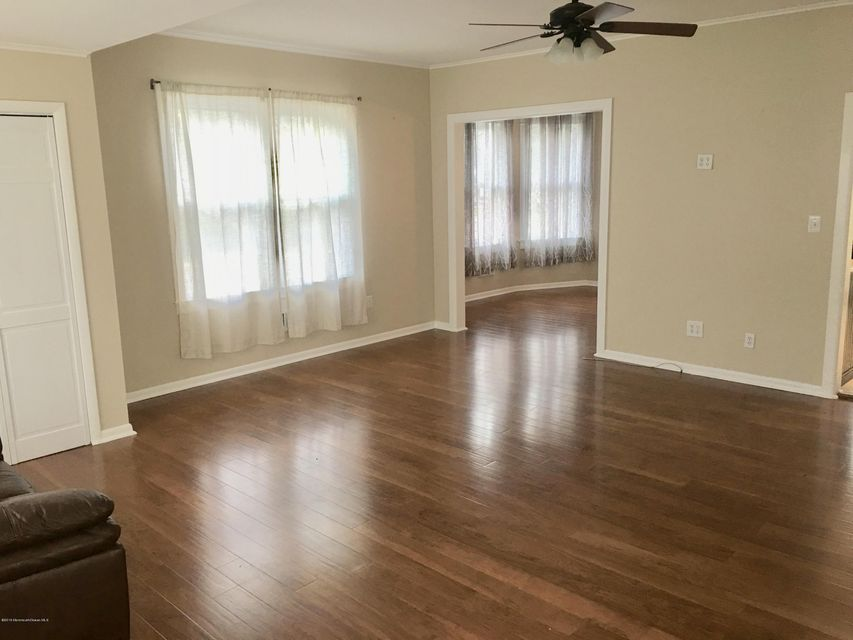 Additional photo for property listing at 88 Main Street  Oceanport, New Jersey 07757 États-Unis