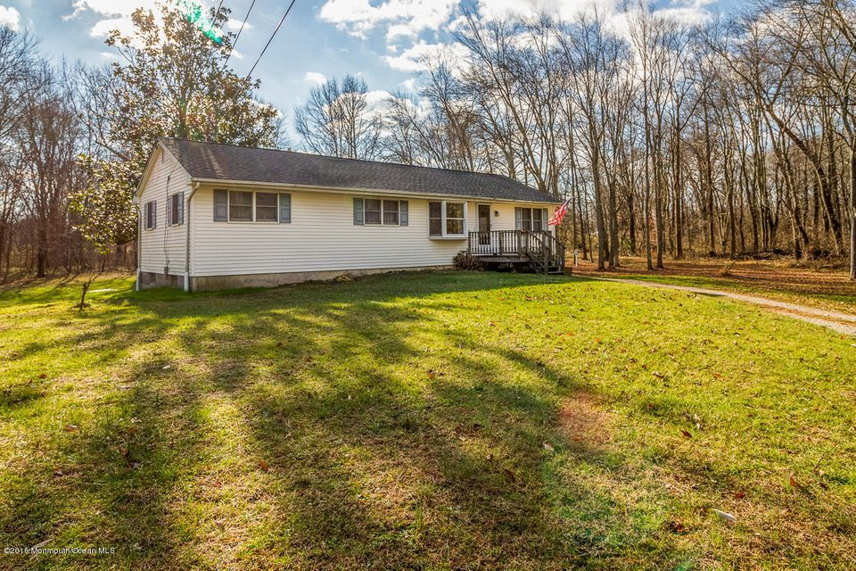 Maison unifamiliale pour l Vente à 94 Monmouth Road North Hanover, New Jersey 08562 États-Unis