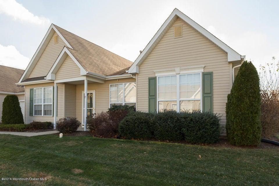 Casa Unifamiliar por un Venta en 27 Deerchase Lane Lakewood, Nueva Jersey 08701 Estados Unidos