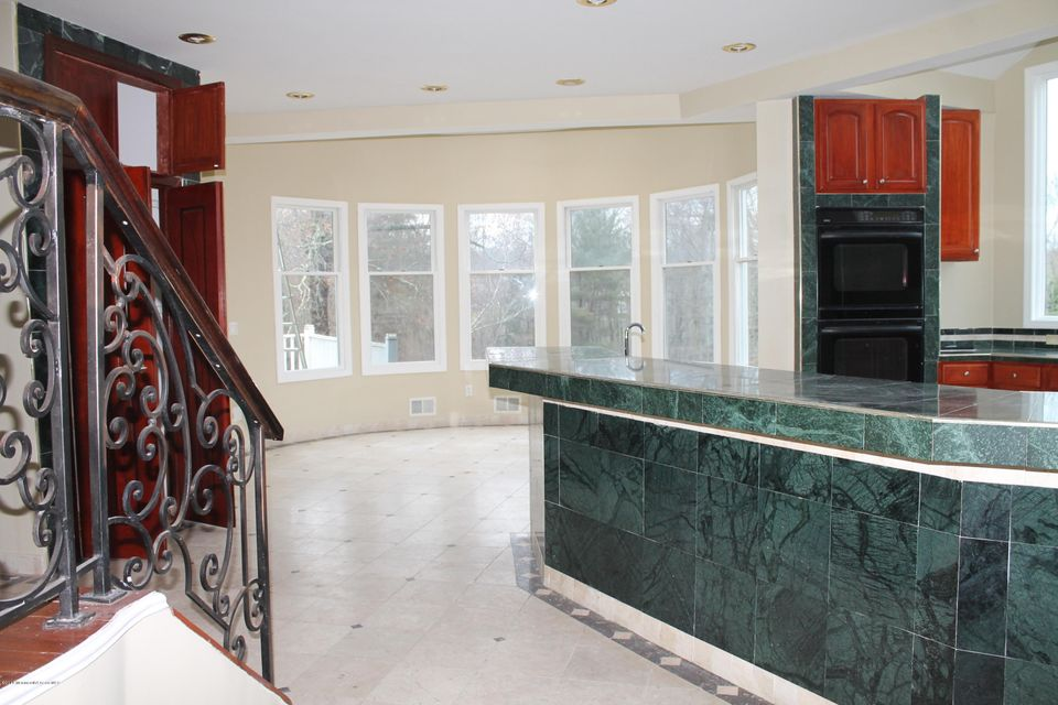 Additional photo for property listing at 7 Walden Court  Manalapan, New Jersey 07726 United States