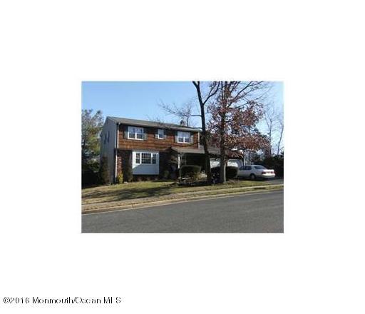 Maison unifamiliale pour l Vente à 1 Leonard Road Milltown, New Jersey 08850 États-Unis
