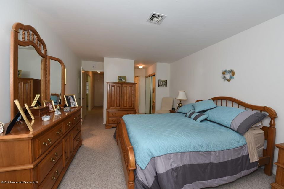 Additional photo for property listing at 4 Auburn Court  Red Bank, New Jersey 07701 United States