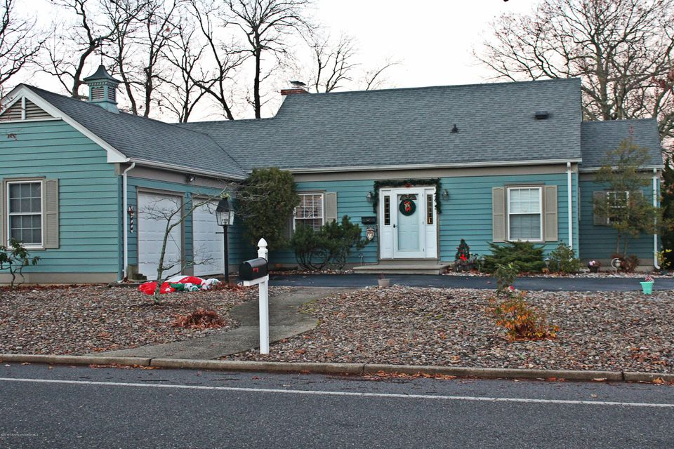 Additional photo for property listing at 734 Springfield Avenue  Pine Beach, New Jersey 08741 États-Unis