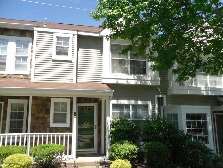 共管式独立产权公寓 为 出租 在 30 Stirrup Court 廷顿瀑布市, 07753 美国
