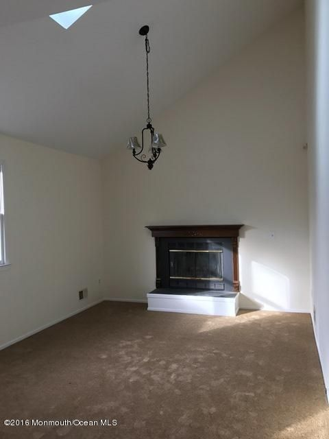 Additional photo for property listing at 3 Somers Court  Millstone, Nueva Jersey 08535 Estados Unidos