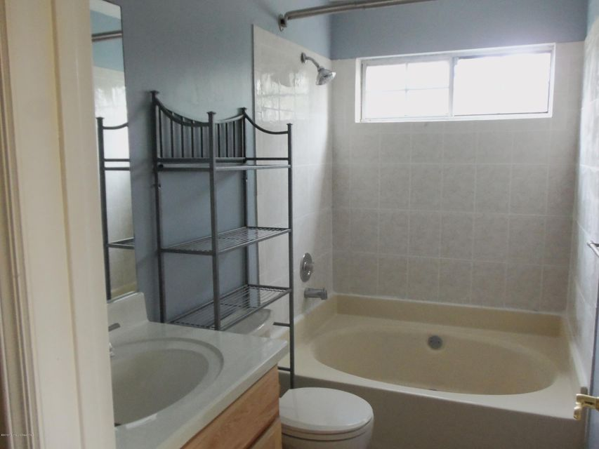 Additional photo for property listing at 2 Gait Court  Tinton Falls, New Jersey 07724 États-Unis