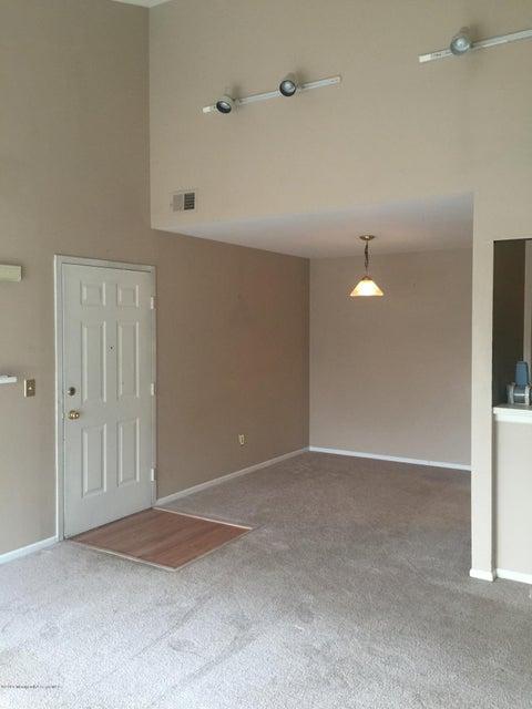 Additional photo for property listing at 2 Gait Court  Tinton Falls, Nueva Jersey 07724 Estados Unidos