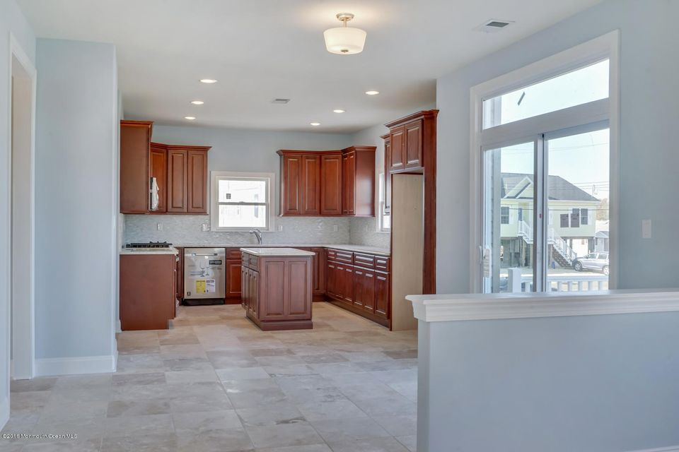 Additional photo for property listing at 211 Maple Court  Bayville, New Jersey 08721 United States