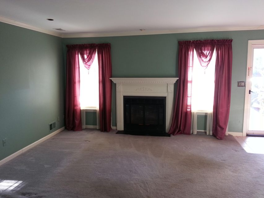 Additional photo for property listing at 9 Alameda Court  Eatontown, New Jersey 07724 États-Unis